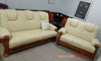 Комплект кожаных диванов 3+2 на дубе