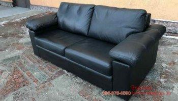 Кожаный двухместный раскладной диван