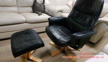Кожаное кресло вертушка + пуф