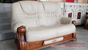 Кожаный двухместный диван