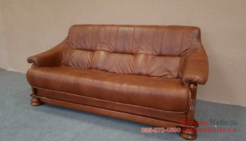 Кожаный диван на дубовом каркасе