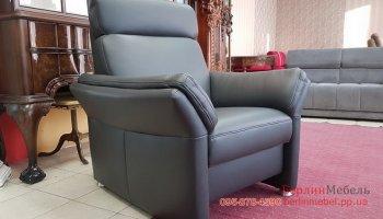 Новое кожаное кресло