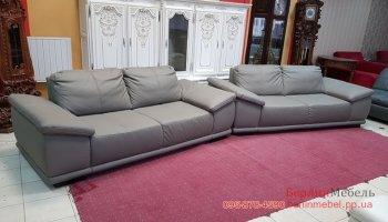 Два кожаных трехместных дивана