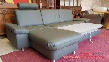 Угловой раскладной диван с подставным пуфом