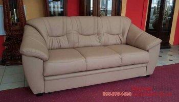 Трехместный кожаный диван