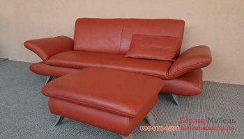 Кожаный диван с пуфом