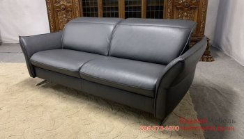 Кожаный трехместный диван